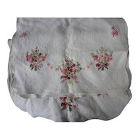 Pair Bouquets of Flowers and Bows Embroidered Linen Runners