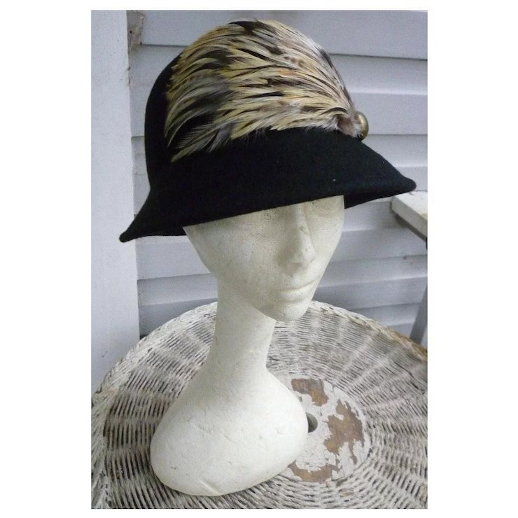 0e5e0fcac0e Vintage Black Wool Cloche Hat Trimmed with Feathers Jessica Simpson   Chez  Marianne