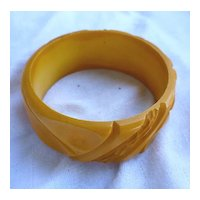 Tropical Chunky Carved Butterscotch Bakelite Bangle
