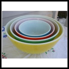 Wonderful Pyrex Primary Colors Nested Mixing Bowl Set