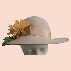 Vintage Tan Wool Hat Yellow Chrysanthemum Grosgrain Band Trim John Wanamaker Label