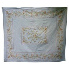 Delicate Floral Garlands Print Tablecloth