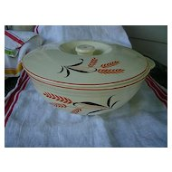 Universal Red Black Wheat 2 Quart Round Covered Casserole