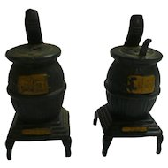Old Fashioned Pot Belly Stoves Salt and Pepper Set