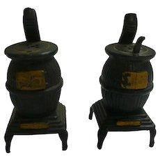 Old Fashioned Pot Belly Stoves Salt and Pepper Set