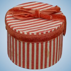 Small old hatbox for French fashion