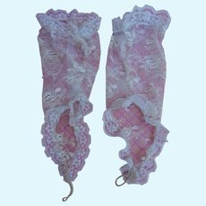 Lovely vintage lace finger-less gloves for bebe