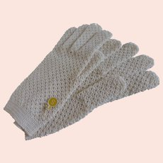 Vintage Crochet Gloves w Faux Pearl Button Small MINT