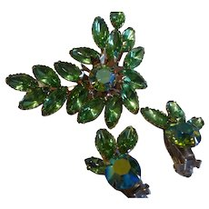 Exceptional Apple Green Crystal Rhinestone Brooch Earring Set Demi Parure