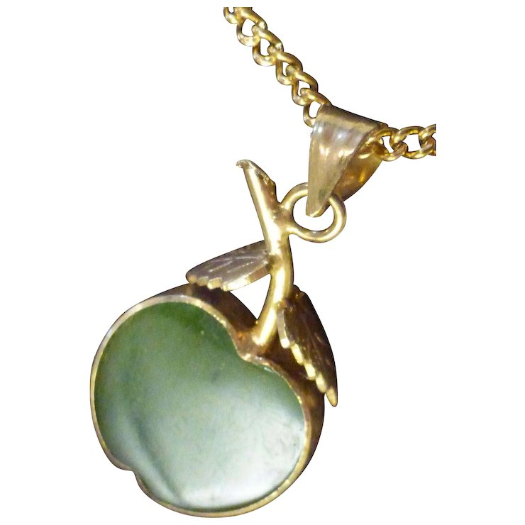 Jade apple pendant necklace historique ruby lane jade apple pendant necklace mozeypictures Image collections