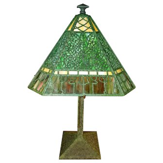 Bradley and Hubbard Signed  Arts and Crafts Slag Glass Lamp