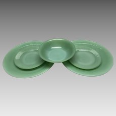 Anchor hocking Fire king jadeite  5 pieces 2 dinner,2saucers, 1 cereal bowl  RAY35
