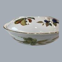 Royal Worcester Evesham Gold round  casserole dish & lid SIZE 4 SHAPE 22