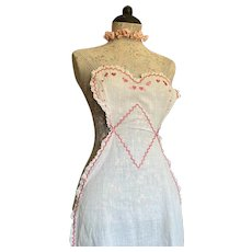 Bella Bordello Vintage Apron Smock Front White Embroidered dark Pink Scalloped Lace Trim