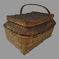 Vintage 1900's Winnebago Woven Market Picnic Lidded Basket with Lid and Handle Country (C)