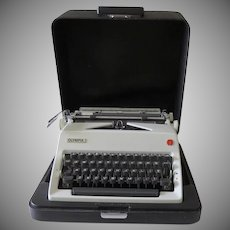 Vintage 1970 Olympia SM9 Deluxe Portable Typewriter Made in West Germany + Case