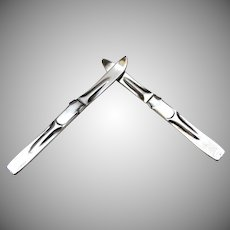 Vintage Pair of Sterling Silver Pins Brooch Downhill Skis (S.2292)