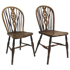 19th Century English Pair of Windsor Side Chairs Elm Wood Wheel Back