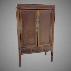 Two door Chinese provincial round corner cabinet Mian Tiao period