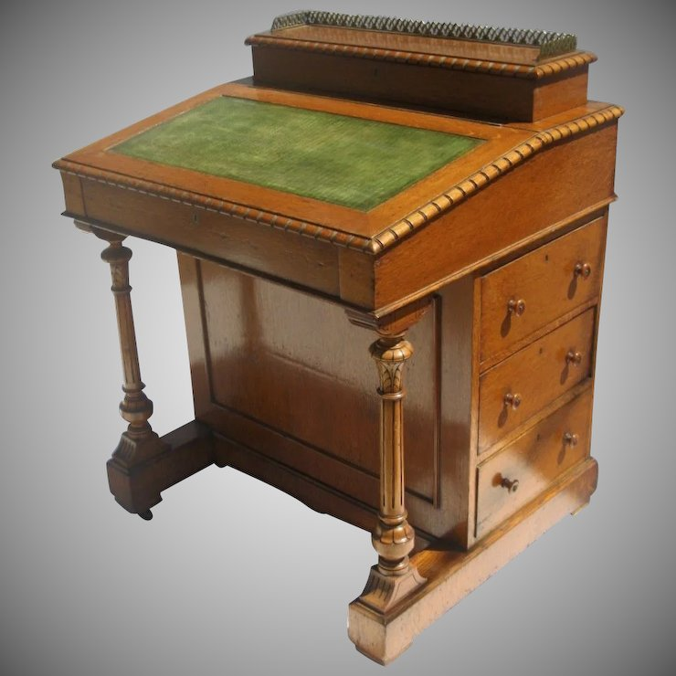 English Blonde Oak and Satinwood Davenport Desk c 1860 - English Blonde Oak And Satinwood Davenport Desk C 1860 : Black Tulip