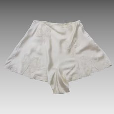 Vintage 1940's Tap Pants Ivory Embroidered Ribbon Motif