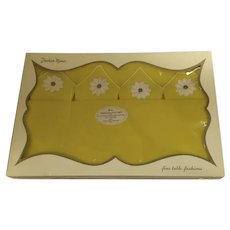"""Vintage Bright Yellow Appliqued Daisies Tablecloth and Napkins """"Fashion Manor"""""""