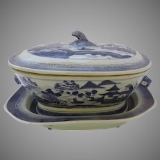 19th Century Blue and White Chinese Export Tureen and Under Plate Boar Head Handles