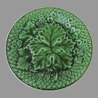 English Mid 19th Century Green Majolica Glazed Grape Leaf Plate