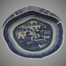 Large Early 19th Century Chinese Blue and White Canton Shell Dish Shrimp