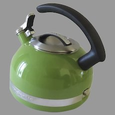KitchenAid 2.0-Quart Kettle with C Handle and Trim Band - Sunkissed Lime