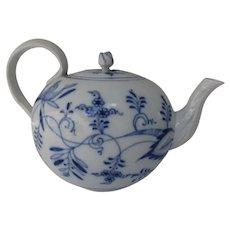 Vintage ERNST TEICHERT, Germany Blue White Teapot