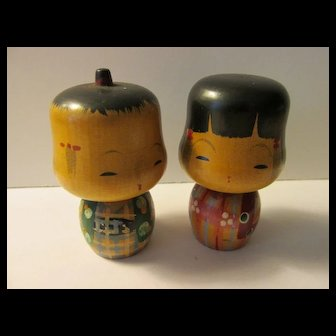"2 1/4"", ""Fat Head"" Kokeshi Couple Wearing Red and Teal Blue Kimonos"
