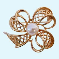Richelieu Gold Tone  Ribbon Clover Style Brooch with Faux Pearl
