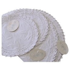 Quills Killarney Irish Linen Embroidered Crocheted Centerpiece and Doilies.
