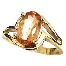 Gorgeous Vintage 14 Karat Yellow Gold 2.00 Carat Oval Peach Citrine Ring.