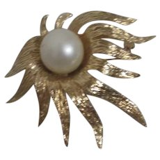 Tara Gold Tone Brooch with Large Faux Pearl
