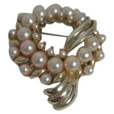 Unsigned Faux Pearl and Goldtone Brooch/Pin
