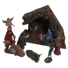 Creche Scene Set of 15 Figurines with Stable