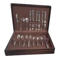 1921 Grosvenor by Oneida Silverplate Set in Wooden Chest