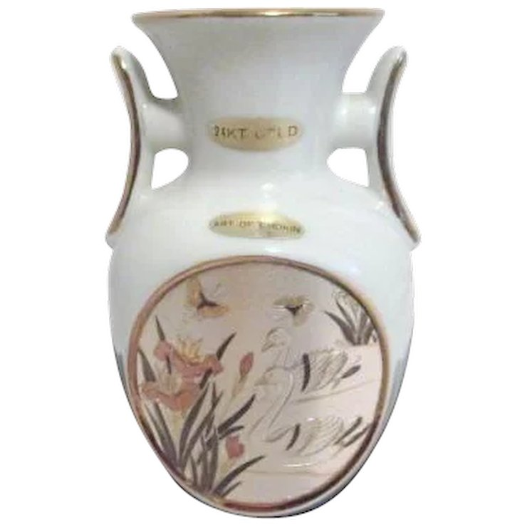 White Japanese Chokin Vase With Swan Scene Something Wonderful