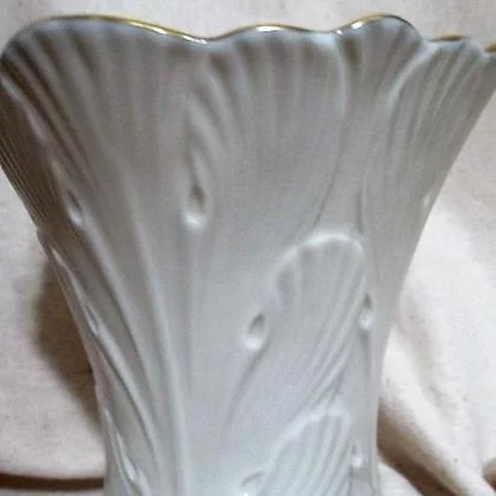 Lenox Cream Colored Vase With Gold Trim Something Wonderful Ruby