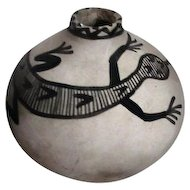 Native American/Indian Pot with Painted Lizard Grey and Black