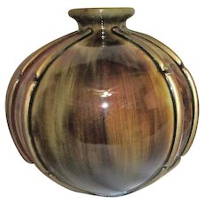 Round Chinese Vase with Brown and Red Golden Tones