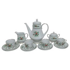 Noritake Holly Pattern Coffee Pot, Mini Cream & Sugar 4 Demitasse Cups & Saucers