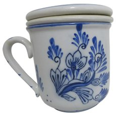 Pair of Blue & white Cups with Covers & Infusers Windmill Decoration