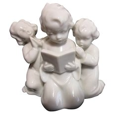 Metzler & Ortloff White  Figurine of 3 Girls in Prayer