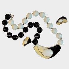 Crown Trifari 1970s White/Black Bead Enamel Set