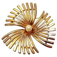Pinwheel Spike Flower Brooch Faux Pearl Center