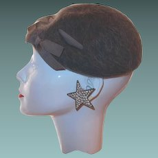 1930s Beret Gray Wool Grosgrain Ribbon Accent by Henry Pollak Co, New York
