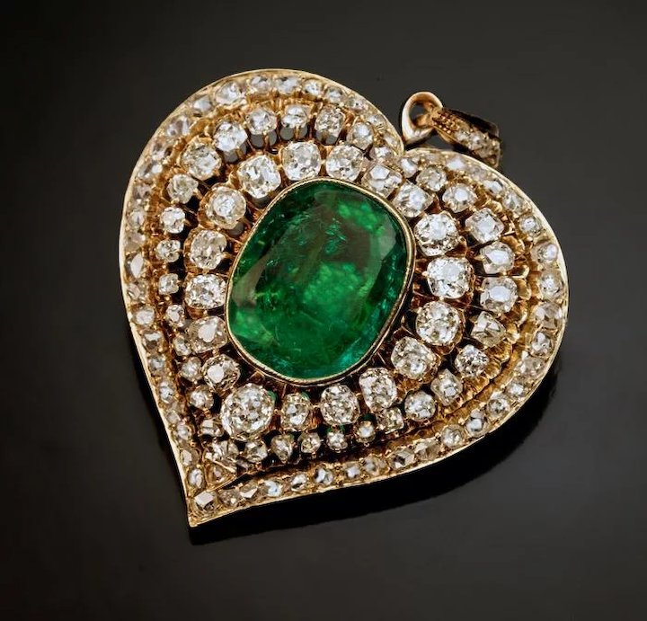 no shaped gold emerald emeralds earrings kavels brilliant heart diamonds cut catawiki reserve and with
